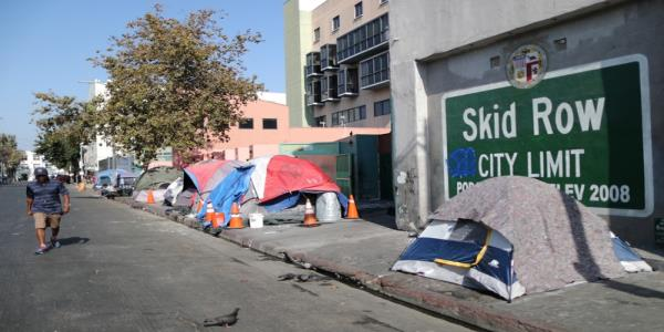 Top Los Angeles homeless official steps down as crisis deepens