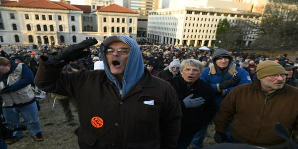 Virginia pro-gun rally draws crowds amid fears of violence