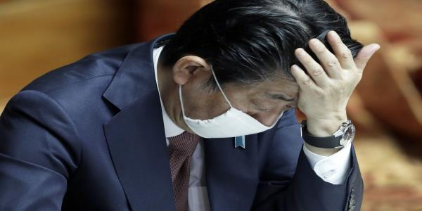 Japan's Abe Turns to More Drastic Virus Measures as Support Sags