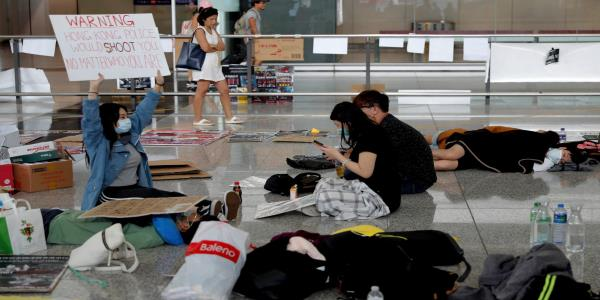 Hong Kong protesters apologise after violence in airport