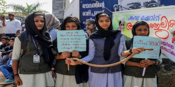 Protests after snake kills Indian schoolgirl in class